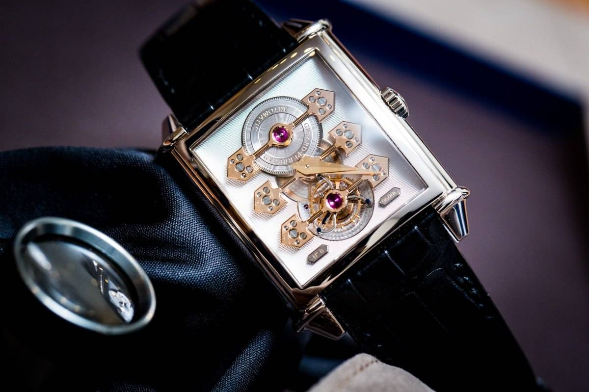 Girard-Perregaux-Vintage-1945-Tourbillon-with-Three-Gold-Bridges